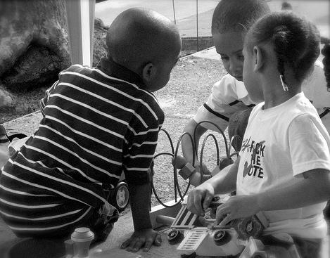 """""""Obama even gets kids working together."""" baratunde, http://www.flickr.com/photos/baratunde/2426603107"""