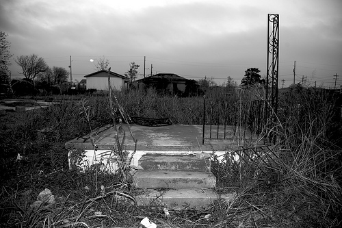 """front porch of the lower 9th."" eschipul, http://www.flickr.com/photos/eschipul/3144949504/"