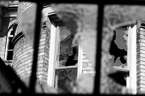 """Broken Glass."" TheGiantVermin, http://www.flickr.com/photos/tudor/502729546/"